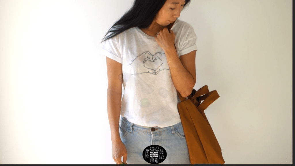 Using the shoulder strap of the diy tote bag
