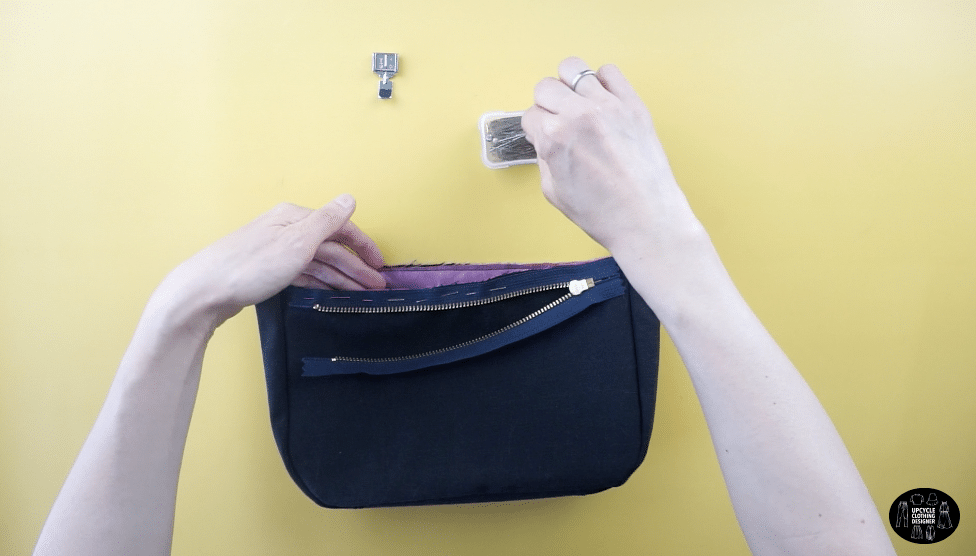 Pin the zipper to the top opening of the purse