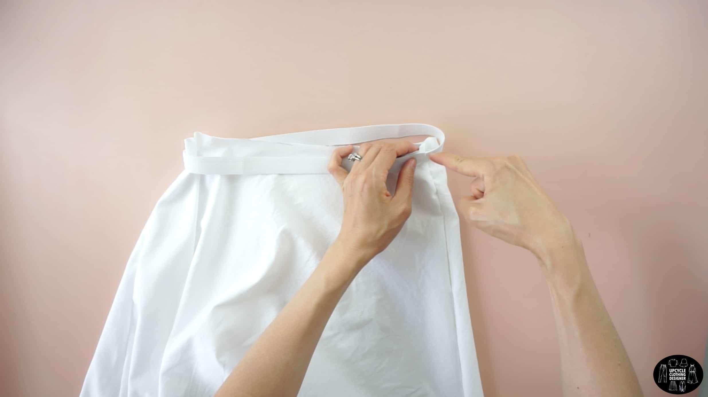 Pin the elastic band to the waistline of the mini skirt