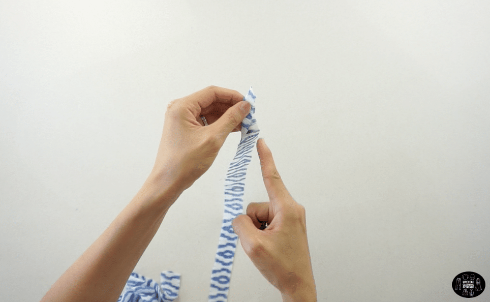 Fold the straps in half lengthwise, and straight stitch along the edge.