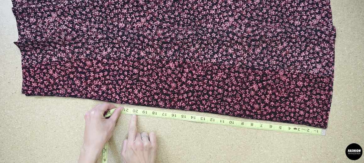 """Lay the front side piece on top of the front center piece with the right sides facing together. Measure 20"""" up from the bottom opening, and mark with fabric chalk."""