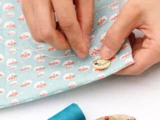 hand sewing 2 holes button