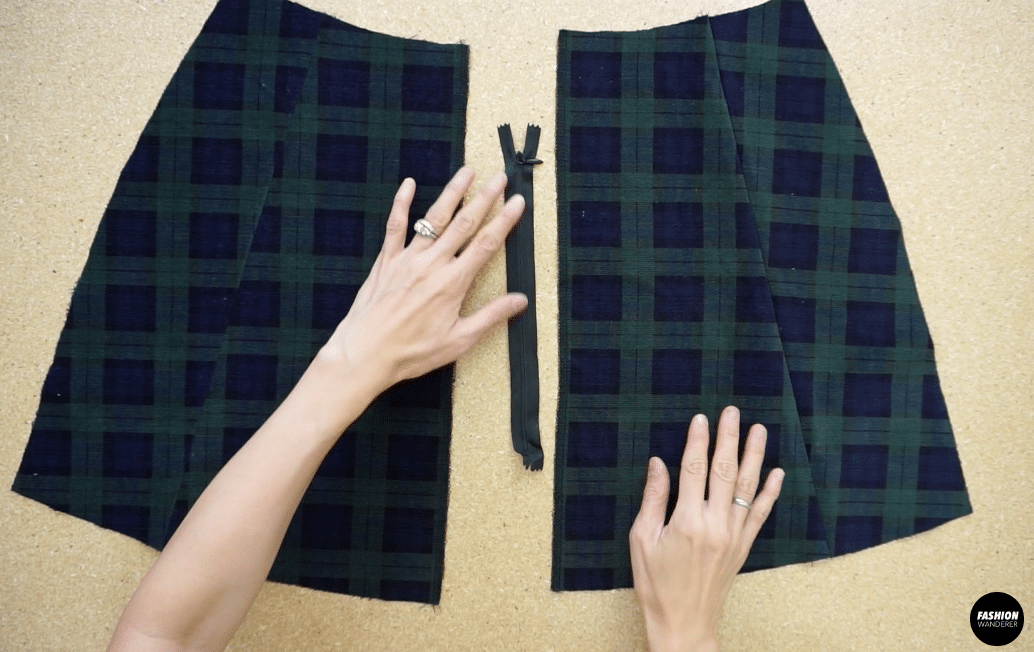 Attach the zipper to the mini skirt
