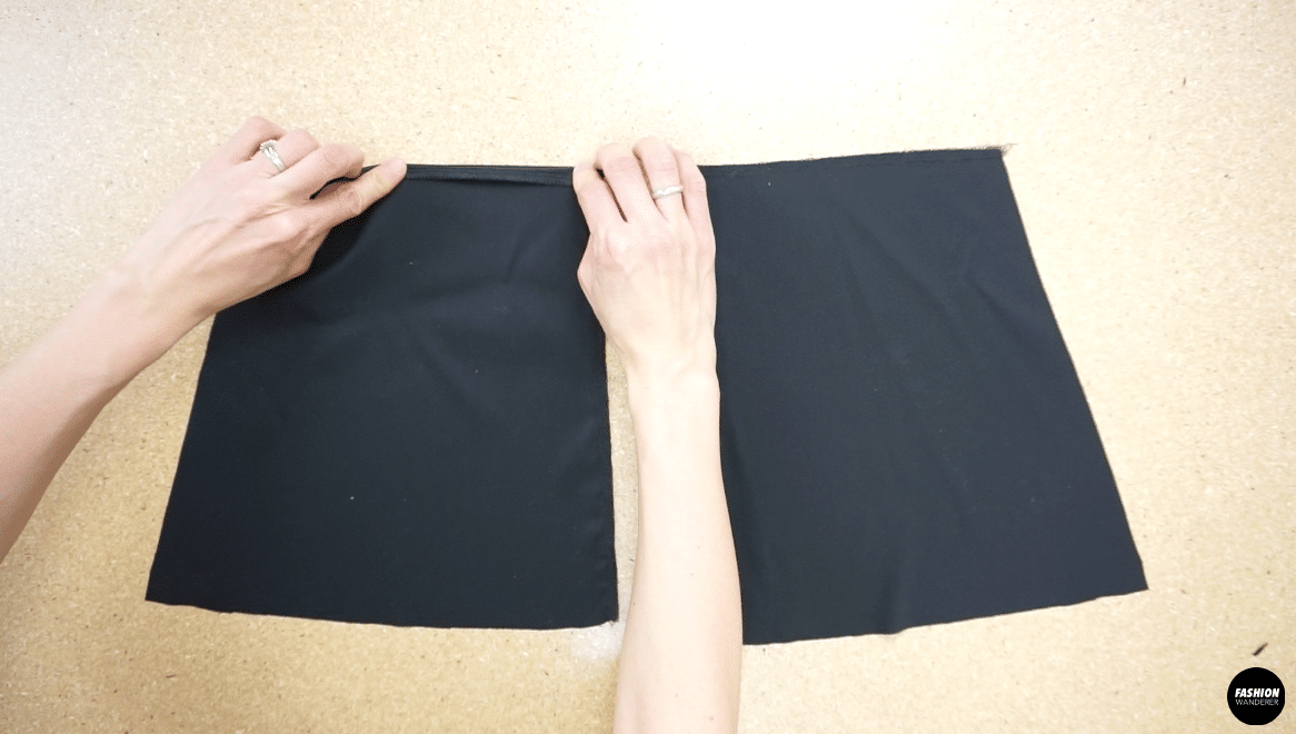 Fold the back neckline, and close the edge with topstitch.