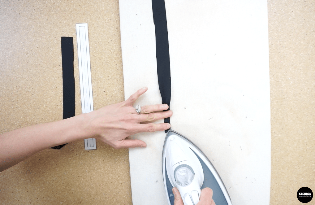 Iron the straps to make it easier to sew. Fold the shoulder strap and close the seam