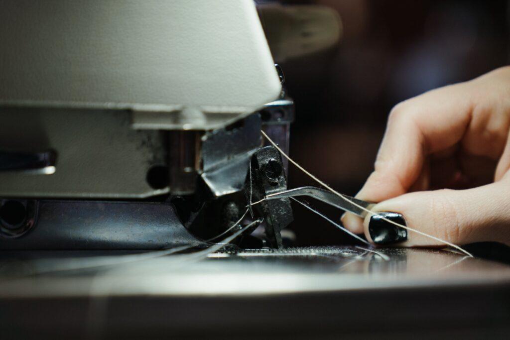 threading needle on sewing machine