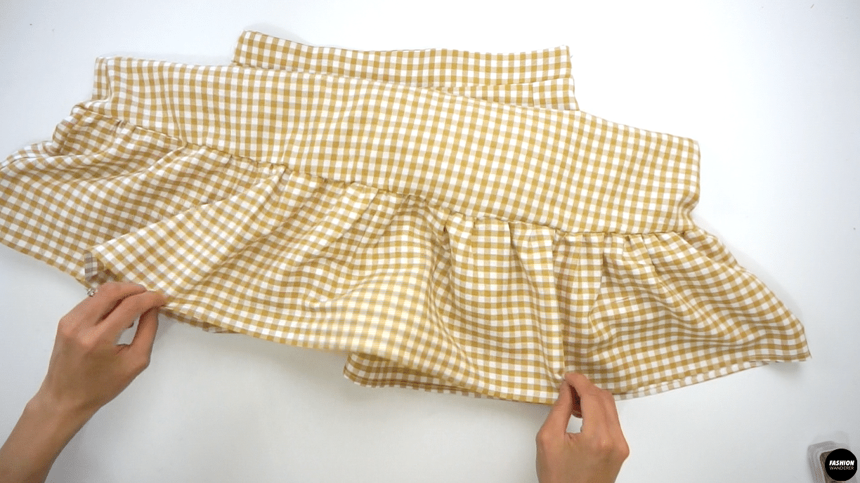 Before you try them on, gently press the elastic openings with steam to give a finishing touch and make sure it is not crinkled on the skirt.